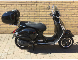 VESPA GTS SUPER 300 ABS WITH LOTS OF ACCESSORIES